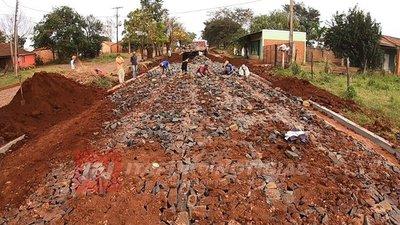 CONSTRUYEN OTRAS 14 CUADRAS DE EMPEDRADO EN MA. AUXILIADORA