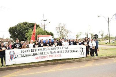 Familiares de la Policía piden renuncia del ministro del Interior