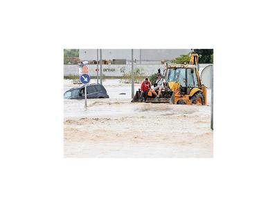 El jefe del Gobierno español visita las zonas inundadas