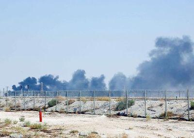 Atacan instalaciones petroleras sauditas