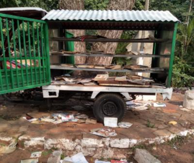 HOY / Inadaptados destrozan innovadora biblioteca callejera