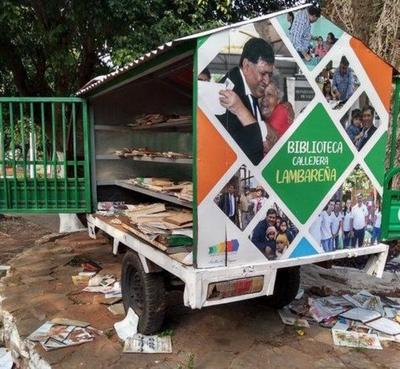 Inadaptados destruyen biblioteca callejera en Lambaré