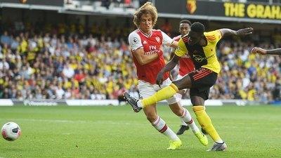 Arsenal resbala ante Watford y se aleja