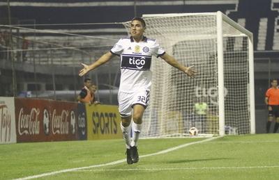 Olimpia continúa su marcha arrolladora y recupera la punta goleando a San Lorenzo