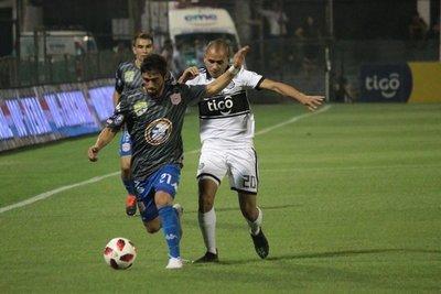 Olimpia golea al Sportivo San Lorenzo y se mantiene como único líder del Clausura