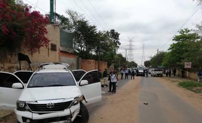 HOY / Indígenas cierran calles y esperan con palos a los que intentan pasar