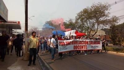 HOY / Paro en la UNA: bloqueo de avenidas seguirá hasta que Hacienda remita nivelación salarial docente