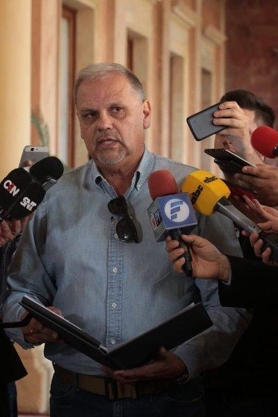 Ministro de la SEN confirma suspensión del viaje del Jefe de Estado al Vaticano