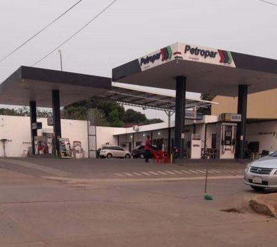Motochorros roban gasolinera en Carapeguá