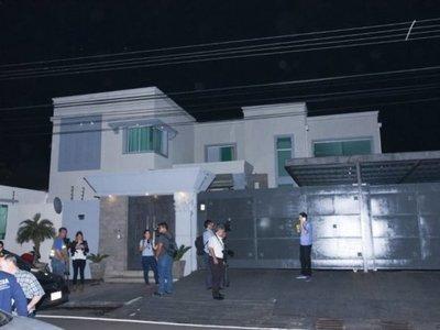 Allanan mansión de ex Miss Paraguay que se casó con Samura