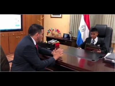 NIÑO LUSTRA BOTAS SUEÑA CON SER MINISTRO DE EDUCACIÓN