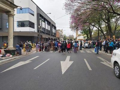 Indígenas vuelven a bloquear el tránsito