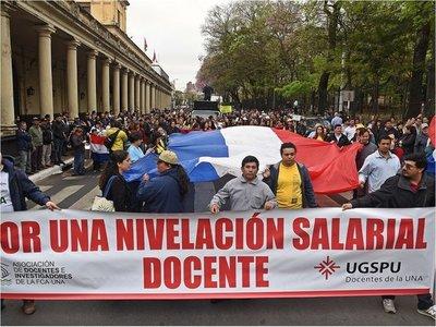 Manifestación de docentes por nivelación salarial