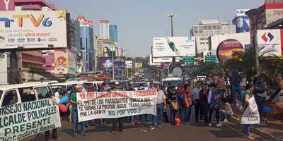 Pese a grave crisis comercial, no cesan las manifestaciones en el microcentro de CDE