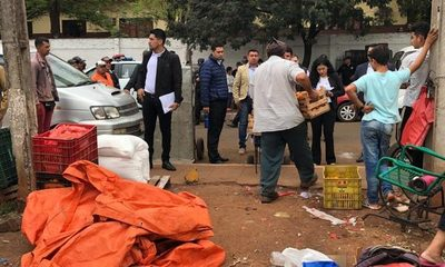 Desalojan a comerciantes de plaza del mercado de CDE
