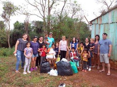 Humildes niños reciben juguetes y víveres en Itapúa
