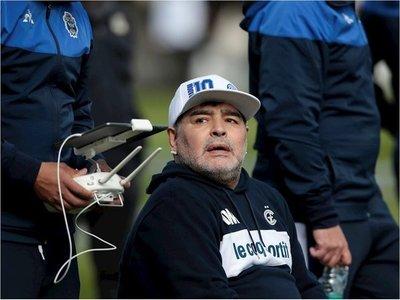 Maradona prepara el juego con Talleres