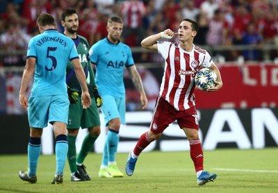 Tottenham desperdicia un 2-0 arriba y saca un empate