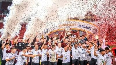 HOY / Paranaense conquista su primera Copa do Brasil y un cupo en la Libertadores