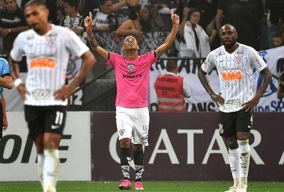Independiente sorprende a Corinthians y se acerca a Asunción