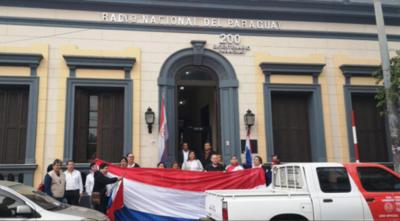 HOY / Mitic deja a su suerte a Radio Nacional: funcionarios deben solventar hasta sus coberturas