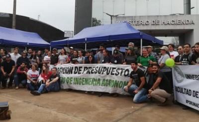 Estudiantes y docentes de la UNE volverán a cerrar el Km 7