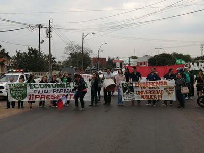 Vuelven a cerrar ruta en reclamo de equiparación salarial en UNA Paraguarí