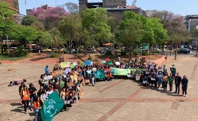 """HOY / Policías impiden marcha de estudiantes por el cambio climático: """"Trajeron un carro hidrante"""""""