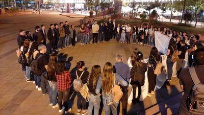 Marcharon en recordación de joven fallecida tras caer de bus