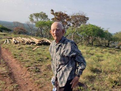 Con 102 años, excombatiente subió a la cima de un cerro