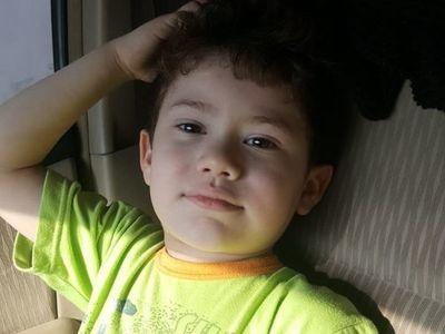 Piden ayuda para localizar a niño raptado por su padre, quien tiene orden de captura