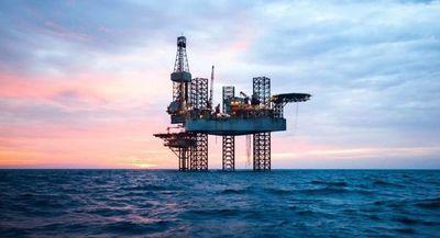 Retrocede precio del petróleo