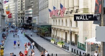 Wall Street cerró con una leve baja el viernes