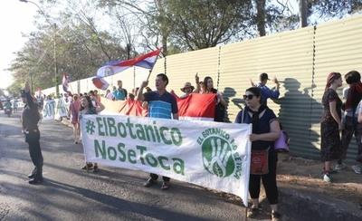 """HOY / Ciudadanos se ratifican en que """"El Botánico no se toca"""" y realizan cadena humana para protegerlo"""