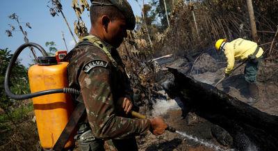Brasil prorroga 30 días el uso de las Fuerzas Armadas en incendios de Amazonía