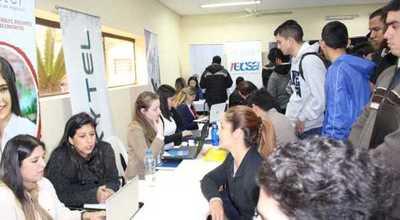 Centros de contacto brindan oportunidades laborales para centenares de jóvenes