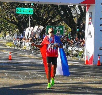 Derlys Ramón Ayala gana maratón de Buenos Aires y clasifica a los Juegos Olímpicos Tokio 2020
