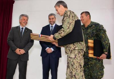 Presidente visitó la SENAD y condecoró a militares