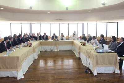 Expertos analizan proyecto de PGN con miembros de la bicameral