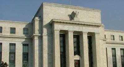 Autoridad de la FED analiza respaldar rebaja de la tasa de interés
