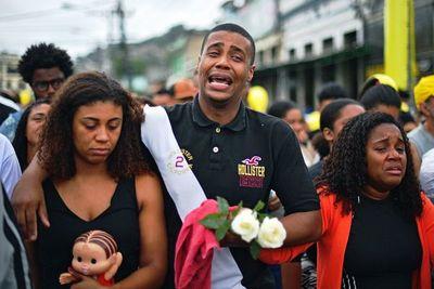 Dolor y rabia por muerte de niña durante acción policial en Rio