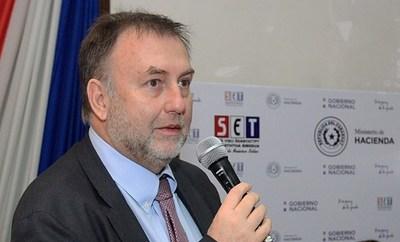 """Ministro considera """"insostenibles"""" los aumentos salariales por la crisis"""