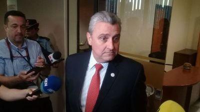 """""""De ningún modo"""" se puede hacer brazos caído en la Policía, dice Villamayor"""