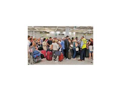 Operadora quiebra y 600.000 turistas deben ser repatriados