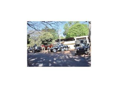 CDE: Militares resguardan con tanquetas  la cárcel regional