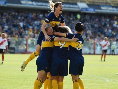 Boca golea a River en el primer superclásico femenino profesional