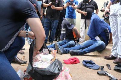 Un delincuente abatido y tres detenidos durante asalto a casa comercial en Ciudad del Este