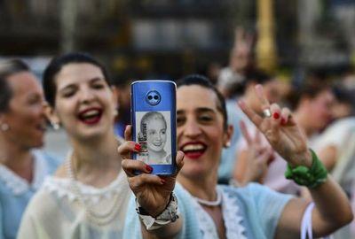 """""""Evitas"""", """"flashmob"""" o """"frutazos"""": las protestas en Argentina"""