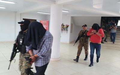 Investigarán bienes de policías detenidos