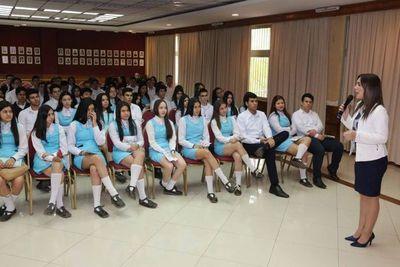 Estudiantes de Caaguazú visitaron el Palacio de Justicia